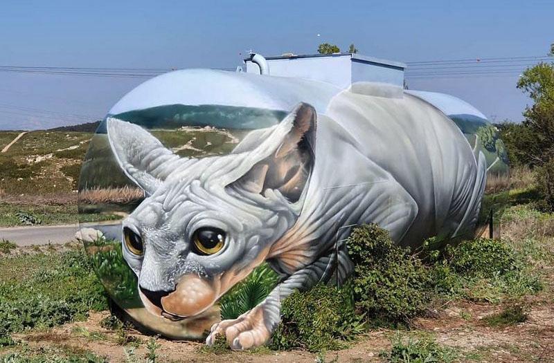 3Д иллюзия кошки на старом бензобаке