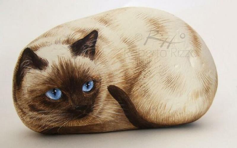 Рисунки животных на камнях художника Роберто Риццо