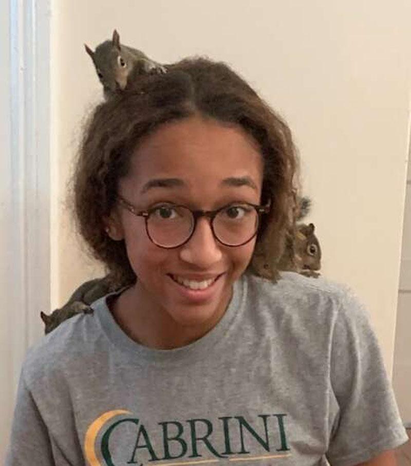 Девочка-подросток спасла пострадавших от урагана бельчат