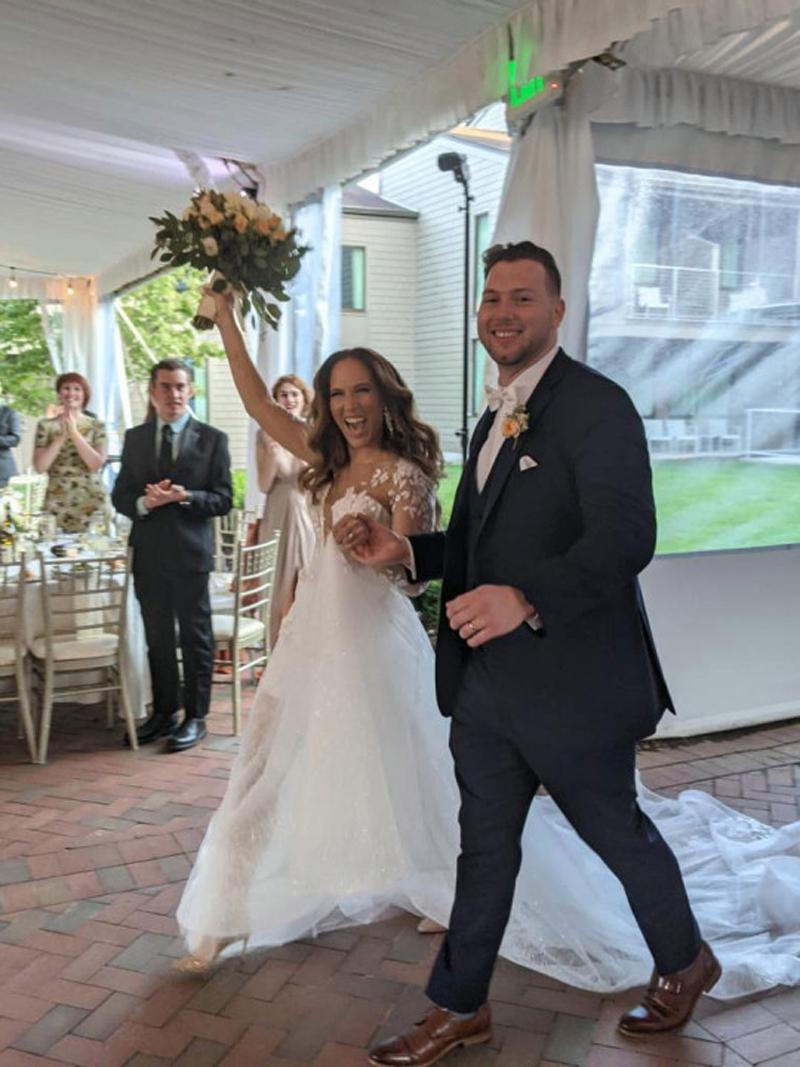 Кот Мус на свадебной церемонии своих хозяев
